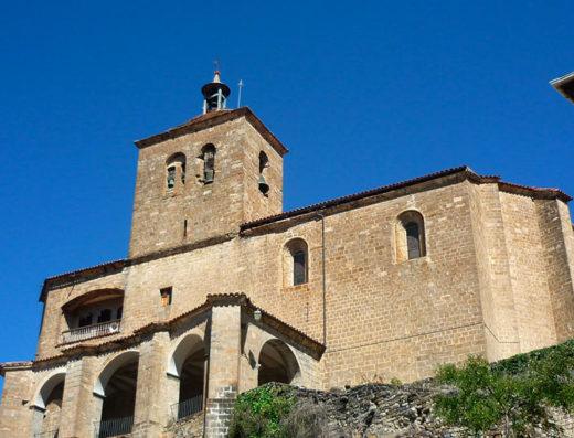 Viajes y escapadas a la natural, escapadas rurales de fin de semana y otras actividades de turismo rural en navarra en el pirineo como la visita la iglesia de San Esteban del Roncal.