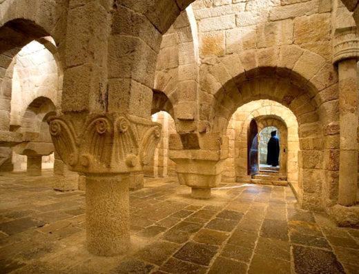 Viajes y escapadas a la natural, escapadas rurales de fin de semana y otras actividades de turismo rural en la zona media de Navarra como el monasterio de Leyre