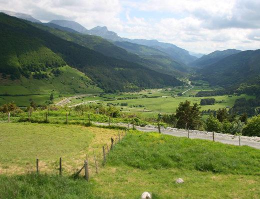 turismo rural y escapadas rurales en los pirineos de navarra descubre sus parques naturales como la larra-belagua