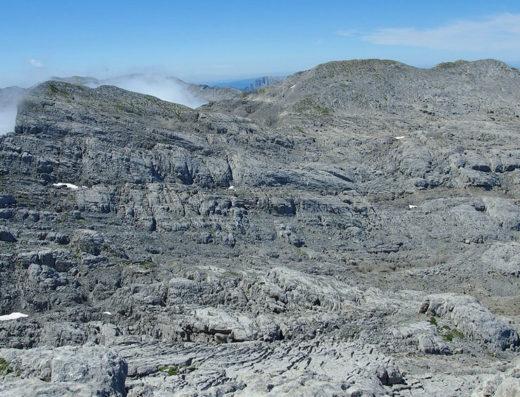 turismo rural y escapadas rurales en los pirineos de navarra descubre sus parques naturales como la macizo o monte de larra
