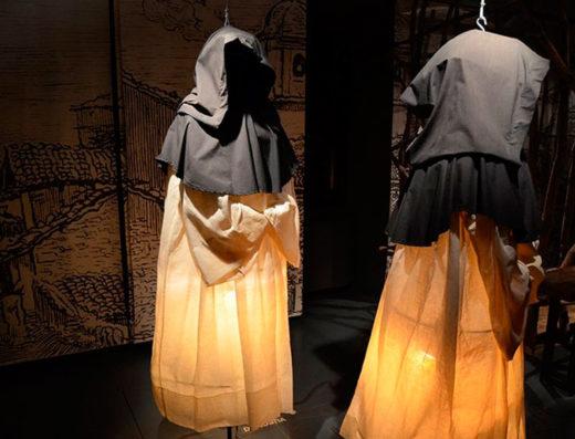 Viajes y escapadas a la natural, escapadas rurales de fin de semana y otras actividades de turismo rural en navarra como la visita al museo de las brujas de Zugarramurdi.