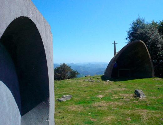 Viajes y escapadas a la natural, escapadas rurales de fin de semana y otras actividades de turismo rural en navarra como la visita la estación museo megalítica Agiña.