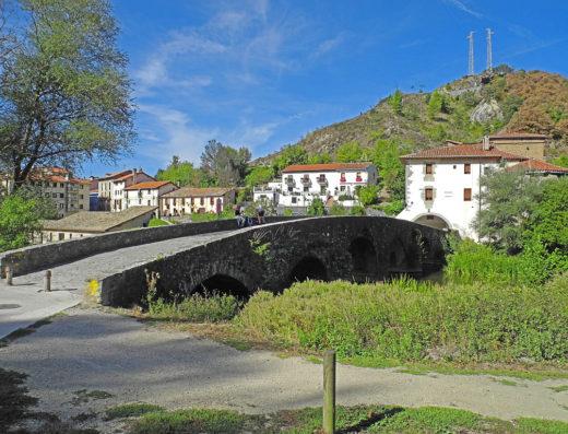 Viajes y escapadas a la natural, escapadas rurales de fin de semana y otras actividades de turismo rural en navarra en la comarca de Pamplona como la visita a la Basílica de la Trinidad de Arre.