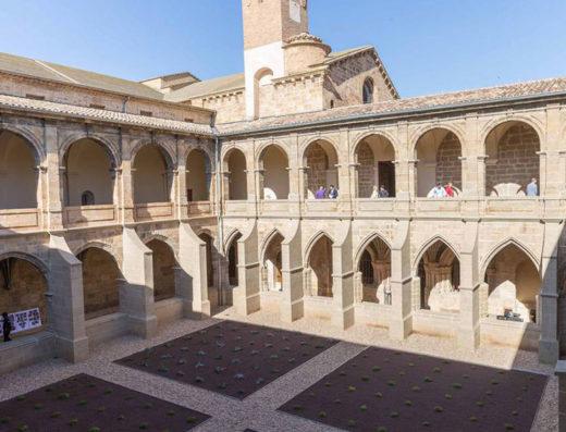Viajes y escapadas a la natural, escapadas rurales de fin de semana y otras actividades de turismo rural en la ribera de Navarra como la visita a al monasterio de Fitero.