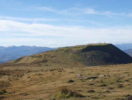 turismo rural y escapadas rurales a Baztan Bidasoa en navarra descubre sus parques naturales y lugares como el collado de Gorramendi