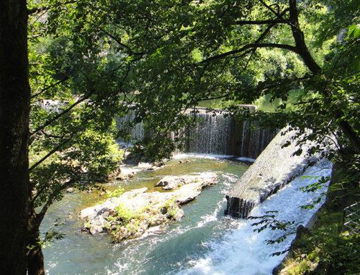 turismo rural y escapadas rurales a Baztan Bidasoa en navarra descubre sus parques naturales como la vía verde del Bidasoa