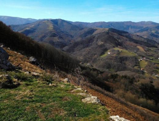 turismo rural y escapadas rurales a Baztan Bidasoa en navarra descubre sus parques naturales y lugares como el Mirador de Frain.