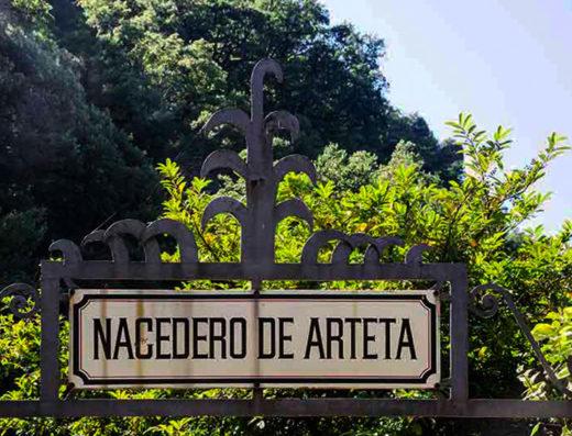 Turismo rural y escapadas rurales de fin de semana por la comarca de Pamplona en navarra descubre sus parques naturales y sus actividades como visitas al manantial de Arteta.