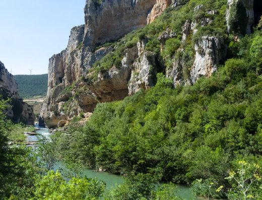 turismo rural y escapadas rurales en los pirineos de navarra descubre sus parques naturales como la foz de lumbier
