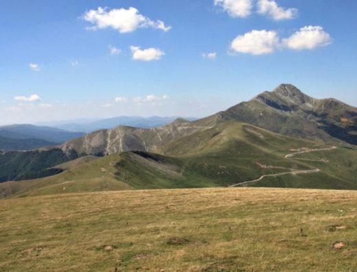 turismo rural y escapadas rurales en los pirineos de navarra descubre sus parques naturales como la pico de orhi o monte de orhi