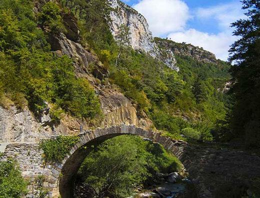 turismo rural y escapadas rurales en los pirineos de navarra descubre sus parques naturales como el valle del roncal